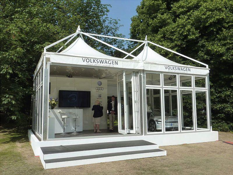 Pavillon mit dem Volkswagen Logo bedruckt