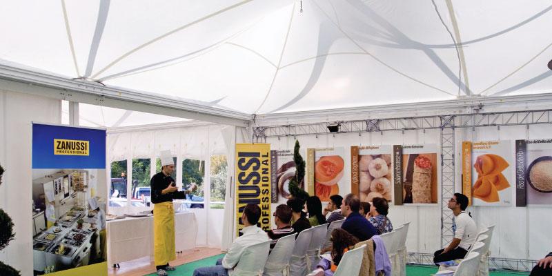 Pagodenzelt für das Ballonfestival in Ferrara