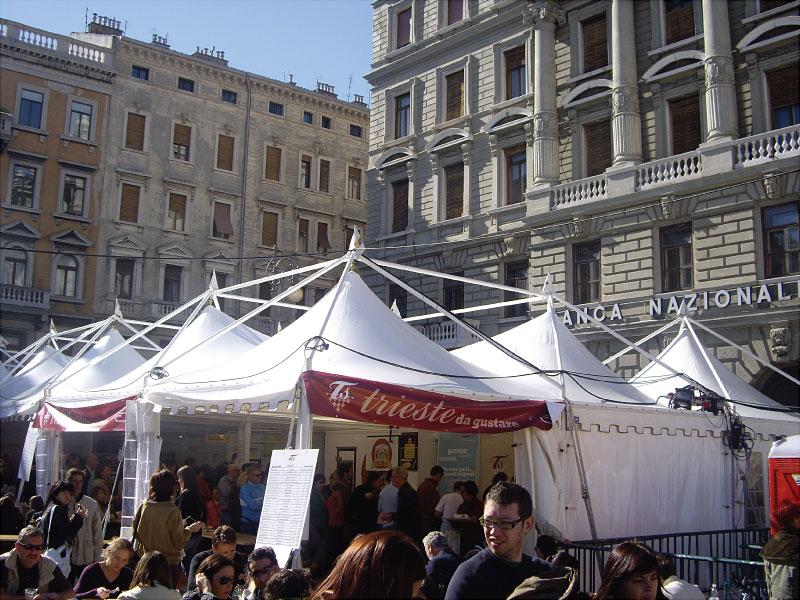 Pavillons für die Barcolana von Triest