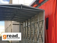 Bewegliche Unterstände für die Industrie: Gread Elettronica's ausziehbarer Verbindungstunnel Ready Box 2 verwandelt sich in eine mobile Lagerhalle