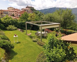 Pavillon mit Schiebedach für Ivano Gardening in Massarosa, Italien