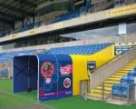 Spielertunnel beim Kassam Stadion für Spacio Tempo U.K.
