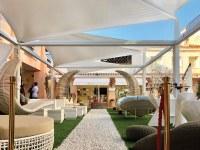 Das Sonnensegel von Giulio Barbieri findet sich unter den großen Marken von Porto Cervo wieder