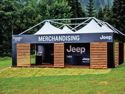 Die Giulio Barbieri Pavillons begrüßen die Teilnehmer im Jeep Camp 2018