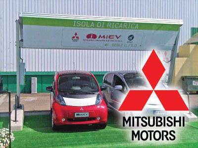 Italien - Die Stromtankstelle Self-Energy lädt Mitsubishis Elektroauto i-MiEV auf