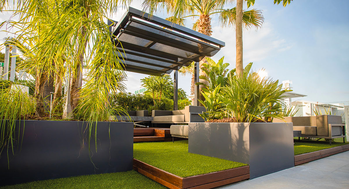 retractable awning for outdoor
