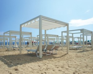 Retractable awnings for Oro beach in Jesolo, Italy