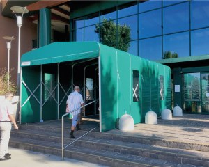 Covered walkway for the entrance of an hospital