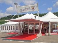 Europe - L'entreprise Giulio Barbieri réalise le lieu d'hospitalité avec ses chapiteaux lors du Trophée 500 Abarth 2009