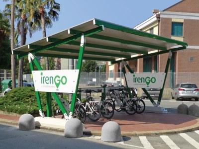 EVO-BIKE colore de vert Parme et le Palais Ducal de Gênes grâce au projet IrenGo pour la mobilité électrique