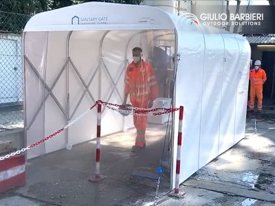 """Le tunnel de désinfection """"Sanitary Gate"""" pour les chantiers de l'une des métropole les plus importantes d'italie"""