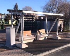 Arrêt de bus avec ombrière solaire et bancs Micarica -  Inveruno (MI)