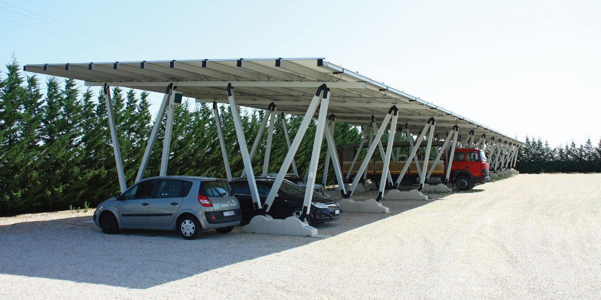 Pensilina fotovoltaica presso l'autoconcessionaria Auto Di Carlo