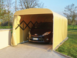 Garage mobile per auto costituito da un tunnel estensibile in allumino e telo PVC ignifugo.