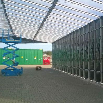 Tunnel estensibile in allumino e telo PVC ignifugo per capannoni e magazzini mobili. Tettoia mobile industriale.
